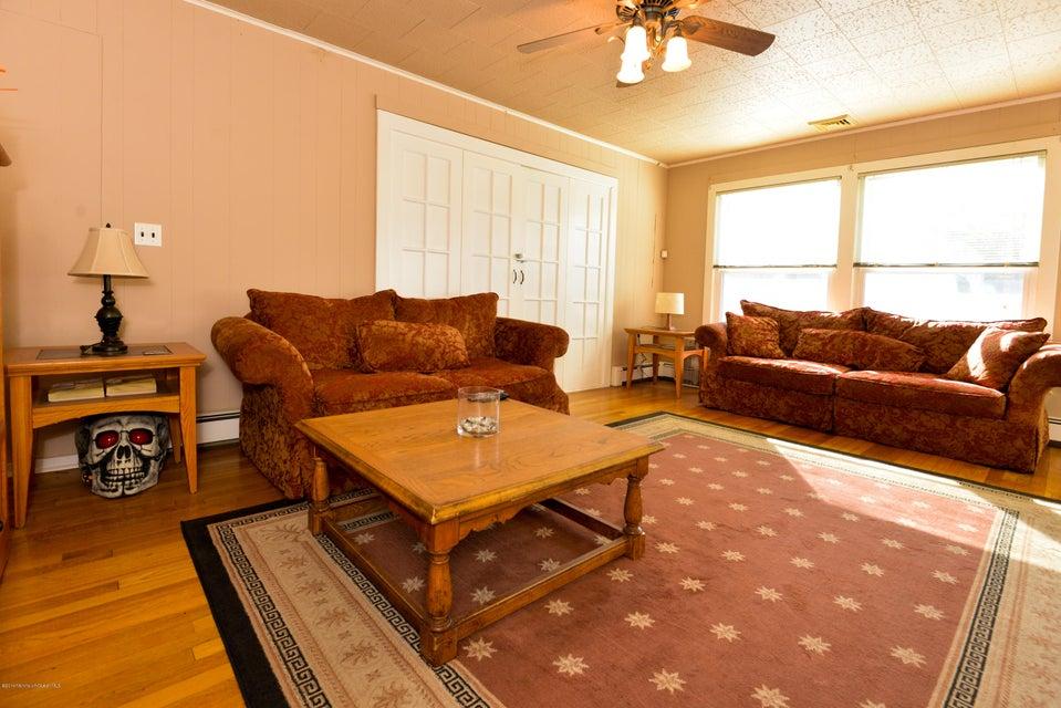 Maison unifamiliale pour l Vente à 540 Earl Court Toms River, New Jersey 08753 États-Unis