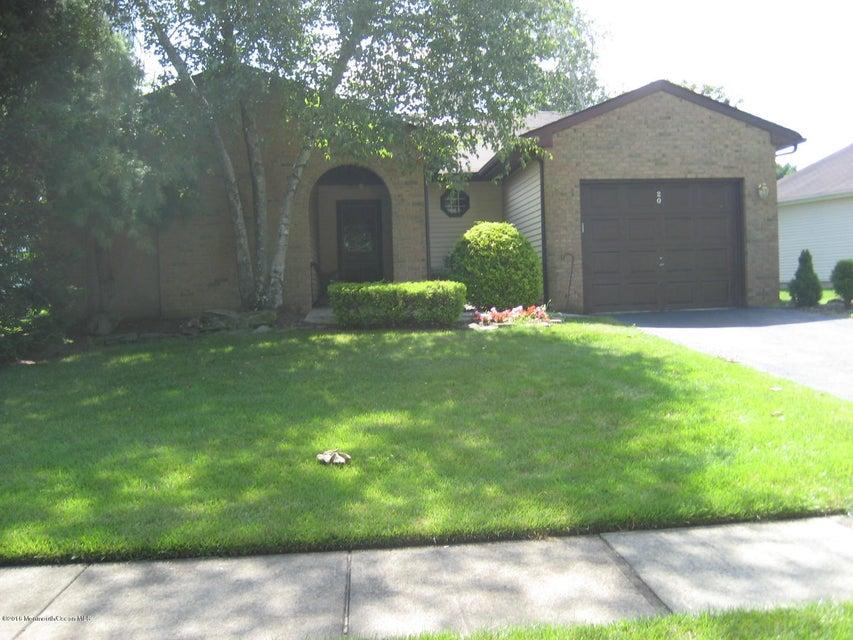 Casa Unifamiliar por un Venta en 20 Lakeview Drive Marlboro, Nueva Jersey 07746 Estados Unidos