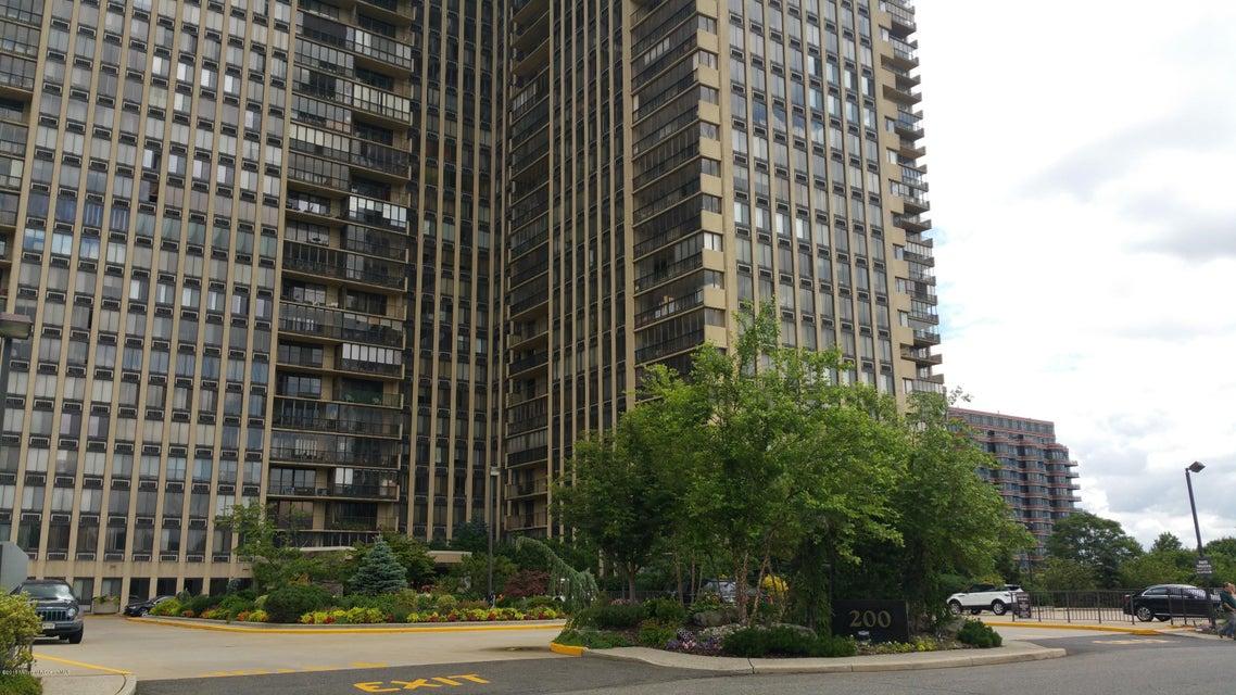 Condominio por un Venta en 200 Winston Drive Cliffside Park, Nueva Jersey 07010 Estados Unidos