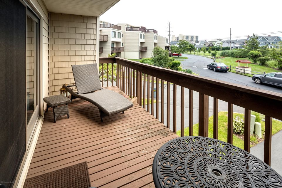 Additional photo for property listing at 21 Meredith Court  Monmouth Beach, Nueva Jersey 07750 Estados Unidos