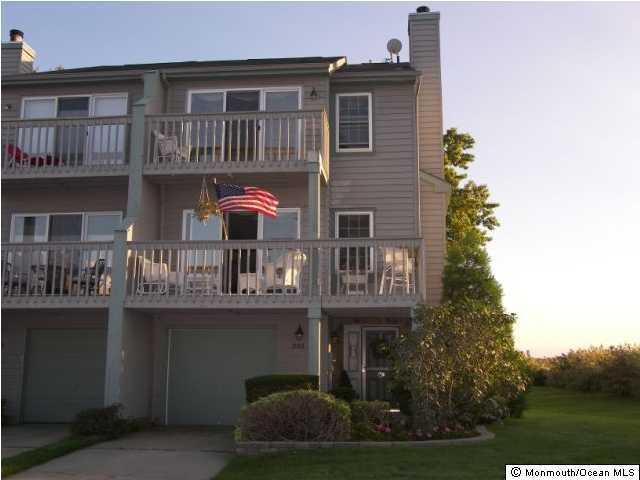 Appartement en copropriété pour l Vente à 332 Seaview Circle Neptune, New Jersey 07753 États-Unis