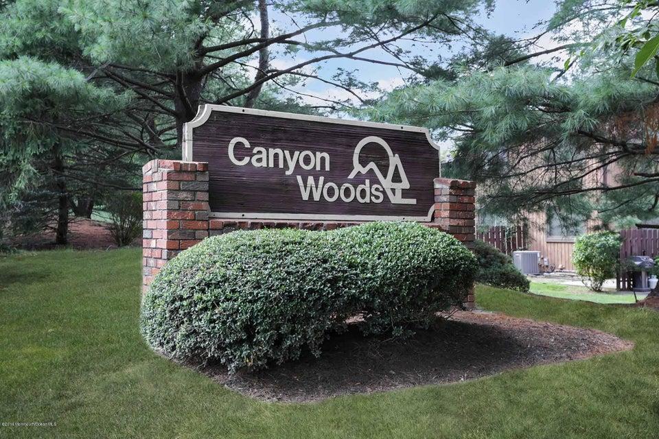 Appartement en copropriété pour l Vente à 48 Laurie Court Matawan, New Jersey 07747 États-Unis