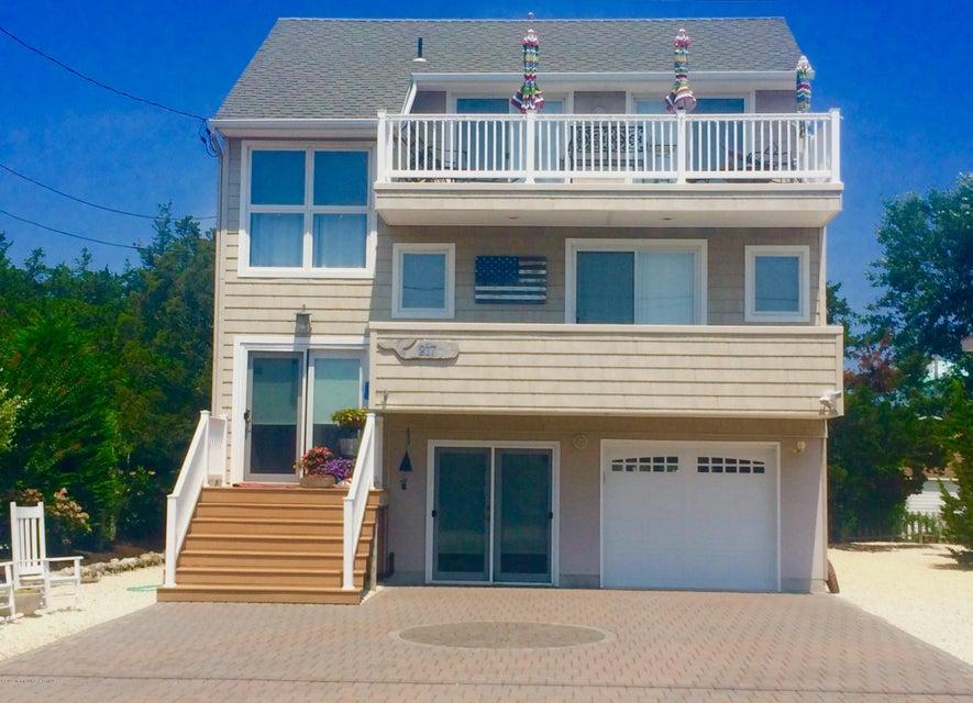 独户住宅 为 销售 在 217 9th Street Surf City, 08008 美国