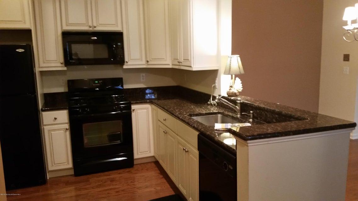 Maison unifamiliale pour l Vente à 515 Sophee Lane Lakewood, New Jersey 08701 États-Unis