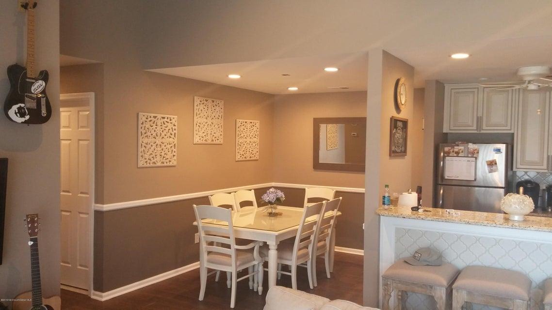 Appartement en copropriété pour l Vente à 2 Basset Court Tinton Falls, New Jersey 07753 États-Unis
