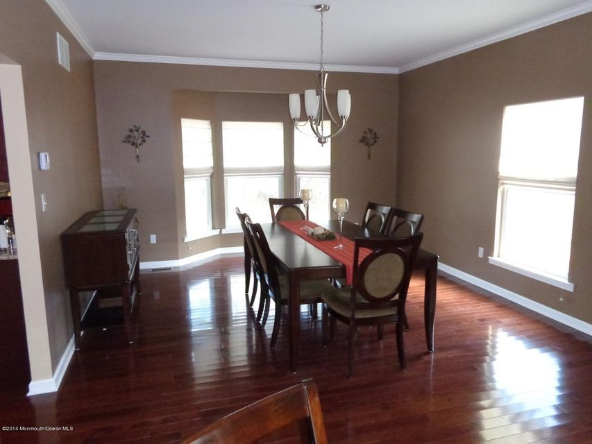 Additional photo for property listing at 7 Victoria Lane  Neptune, New Jersey 07753 États-Unis