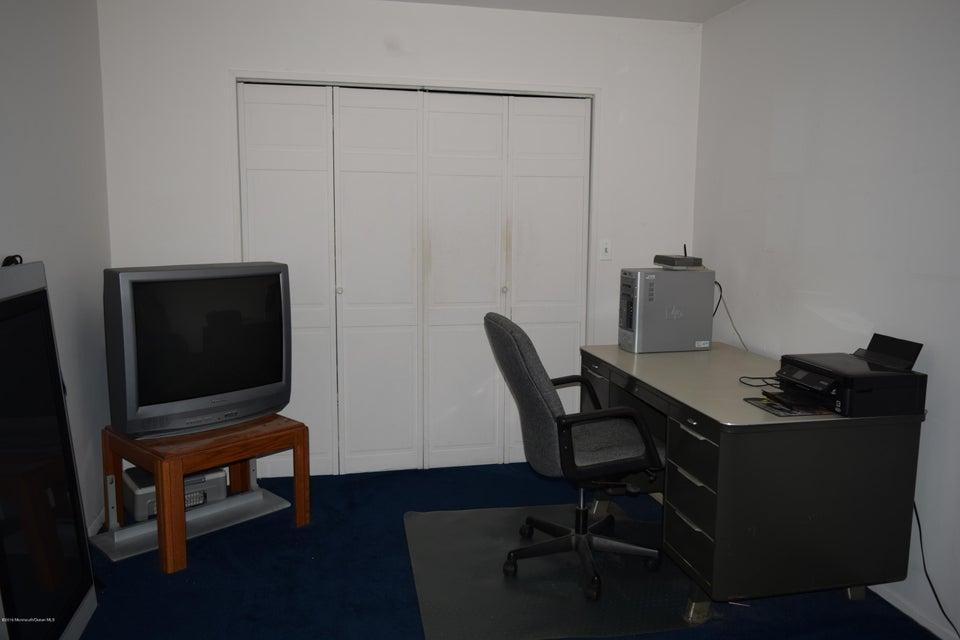 Additional photo for property listing at 48 Bramble Lane  Matawan, New Jersey 07747 United States