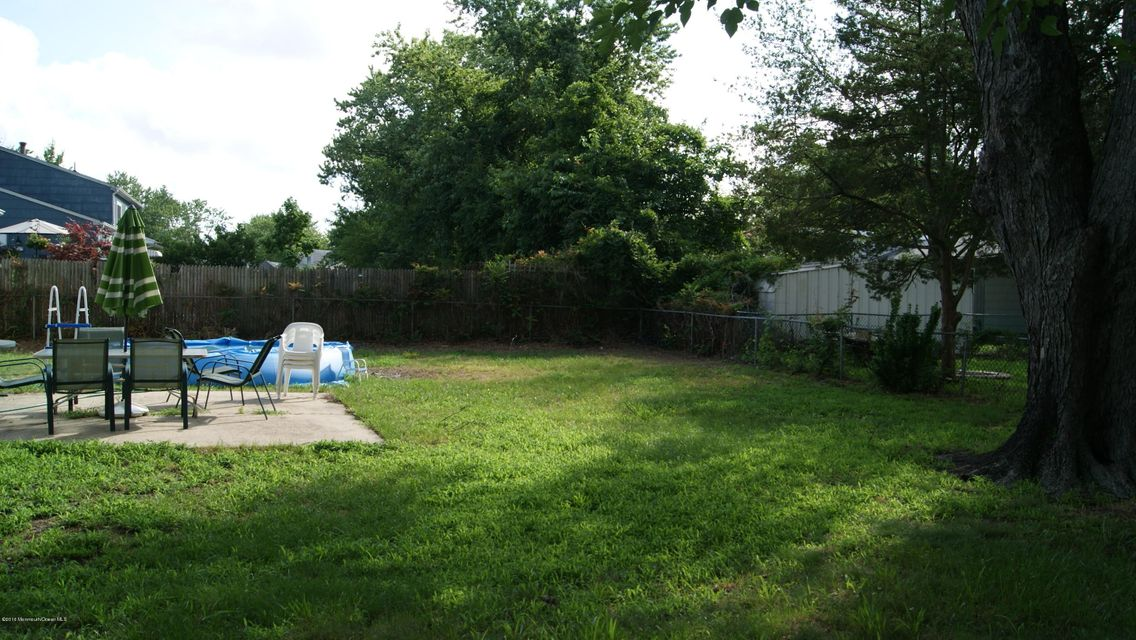 Additional photo for property listing at 956 Hunt Drive  Toms River, New Jersey 08753 United States