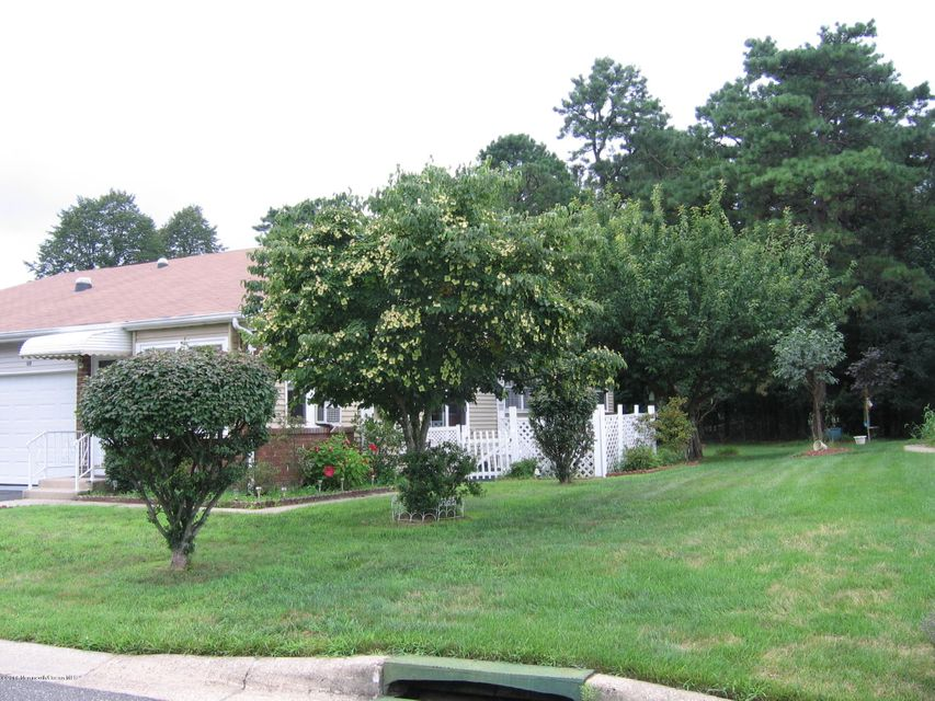 Maison unifamiliale pour l Vente à Address Not Available Whiting, New Jersey 08759 États-Unis