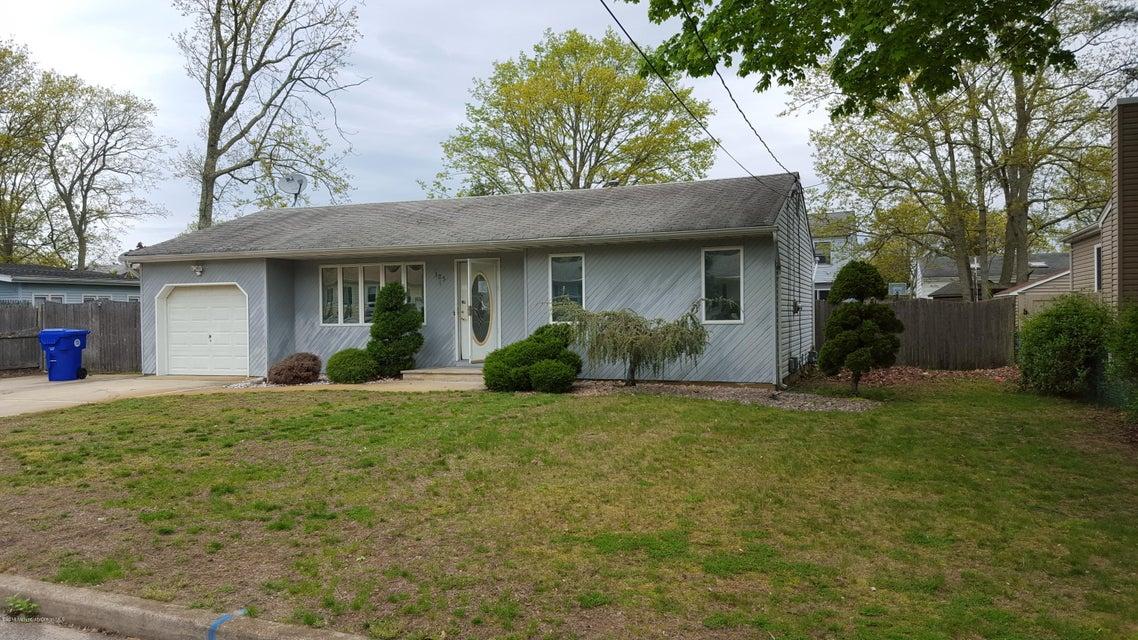 独户住宅 为 销售 在 305 Wisteria Drive 布里克, 新泽西州 08723 美国