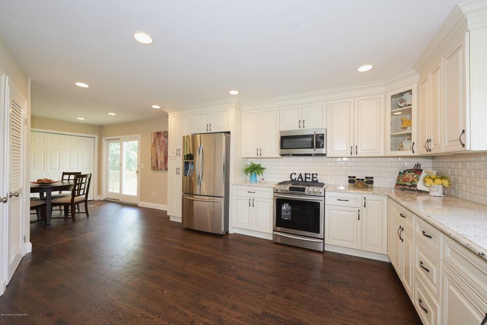 Additional photo for property listing at 206 Sunnyside Road  Lincroft, New Jersey 07738 États-Unis
