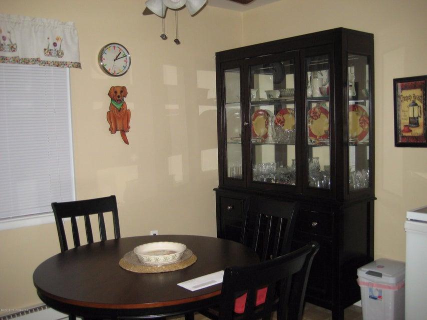 独户住宅 为 销售 在 66 Kennedy Drive Whiting, 新泽西州 08759 美国
