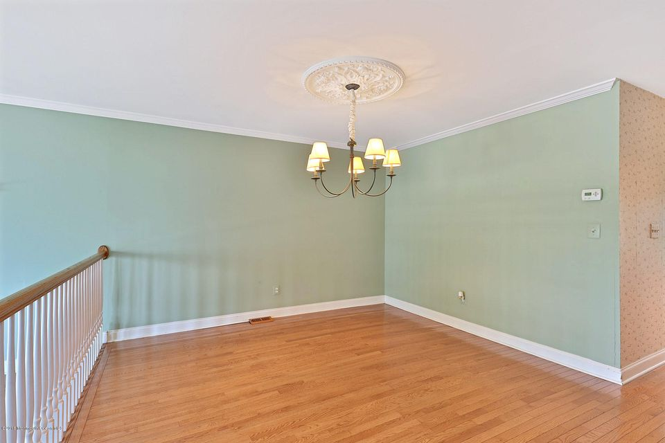 Additional photo for property listing at 332 Seaview Circle  Neptune, Nueva Jersey 07753 Estados Unidos