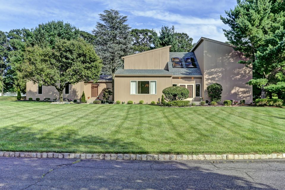 Additional photo for property listing at 12 Cottonwood Lane  Holmdel, New Jersey 07733 United States