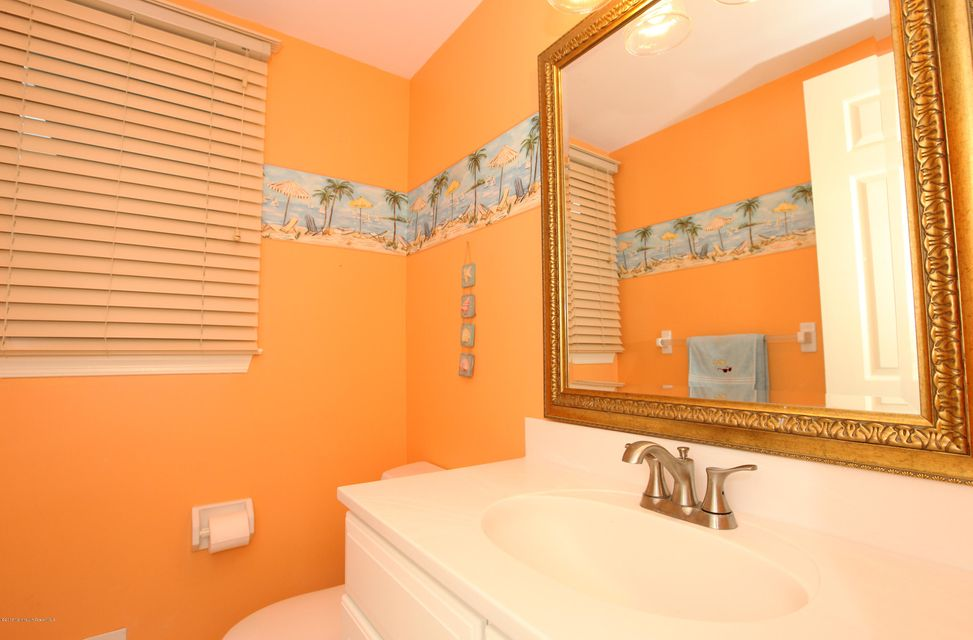 Additional photo for property listing at 2 Wyncrest Lane  Tinton Falls, Nueva Jersey 07753 Estados Unidos