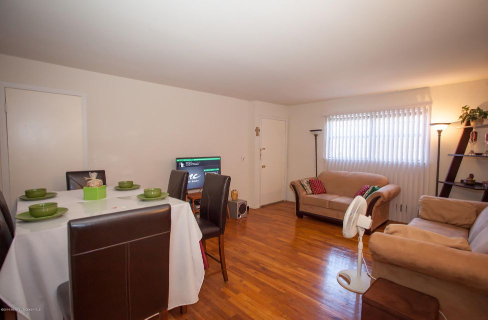 Additional photo for property listing at 6511 Avenue C  Edison, Nueva Jersey 08837 Estados Unidos