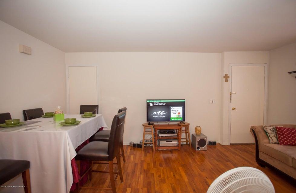 Additional photo for property listing at 6511 Avenue C  Edison, Nueva Jersey 08837 Estados Unidos