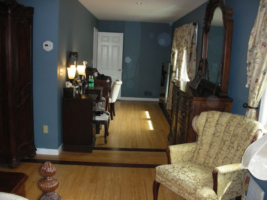 Additional photo for property listing at 11 Page Drive  Red Bank, Nueva Jersey 07701 Estados Unidos