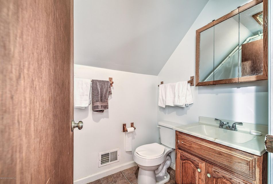 Additional photo for property listing at 33 Winsted Drive  Howell, New Jersey 07731 États-Unis