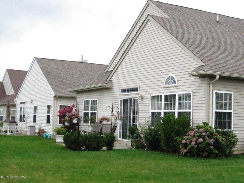 独户住宅 为 销售 在 102 Avignon Road 门罗, 新泽西州 08831 美国