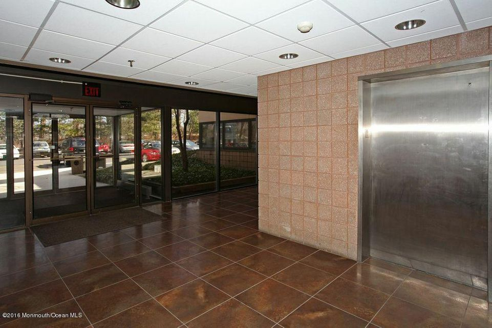 Additional photo for property listing at 225 35 Highway  Red Bank, Nueva Jersey 07701 Estados Unidos