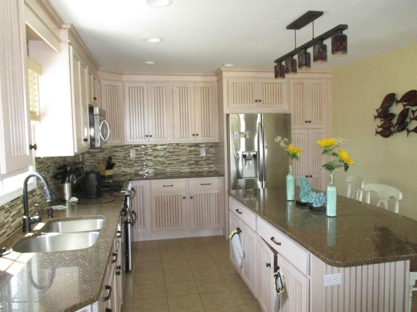 Additional photo for property listing at 240 Bay Stream Drive  Toms River, New Jersey 08753 États-Unis