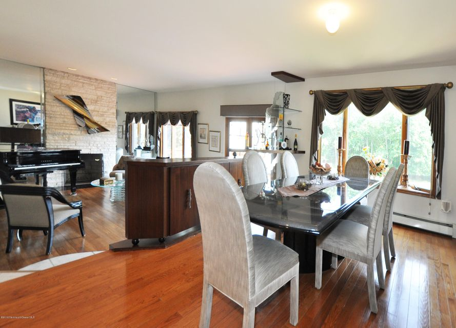 Additional photo for property listing at 141 Crine Road  Colts Neck, Nueva Jersey 07722 Estados Unidos