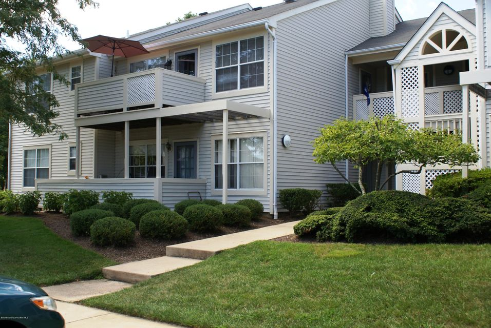 Additional photo for property listing at 426 Winterberry Court  Howell, New Jersey 07731 États-Unis