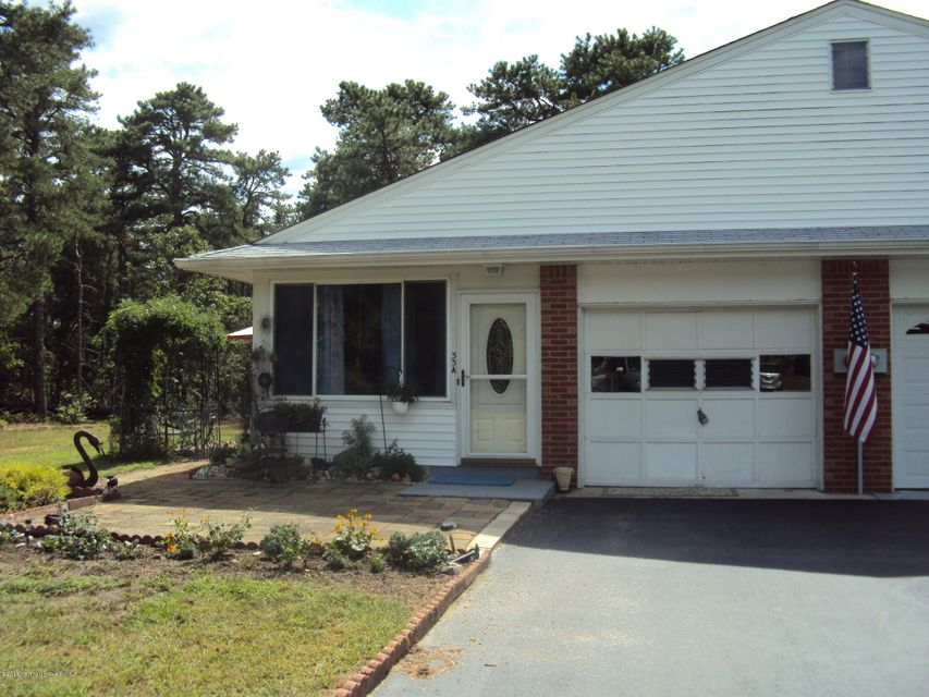 Single Family Home for Sale at 33 Crestwood Court Whiting, New Jersey 08759 United States