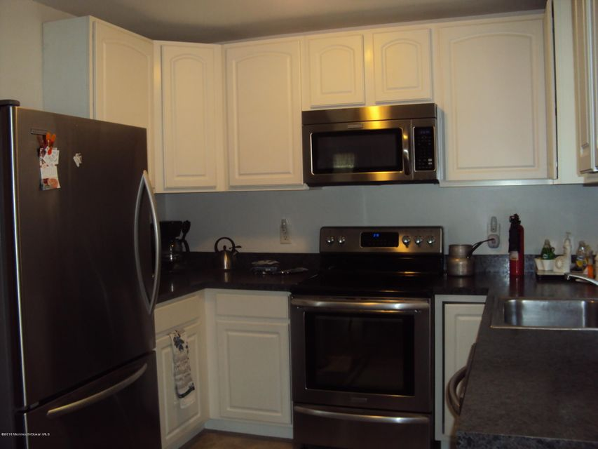 Additional photo for property listing at 33 Crestwood Court  Whiting, New Jersey 08759 United States