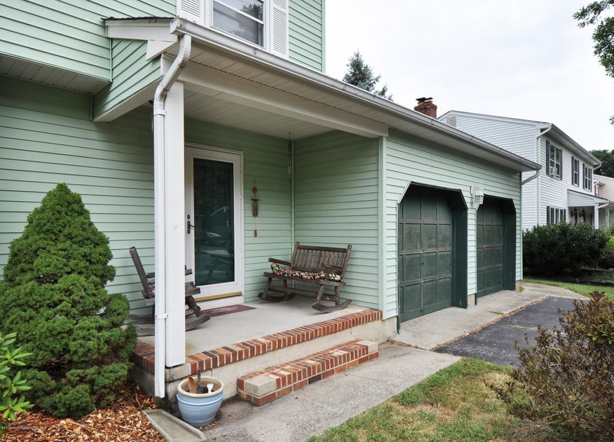 Additional photo for property listing at 17 Cherry Tree Circle  豪威尔, 新泽西州 07731 美国