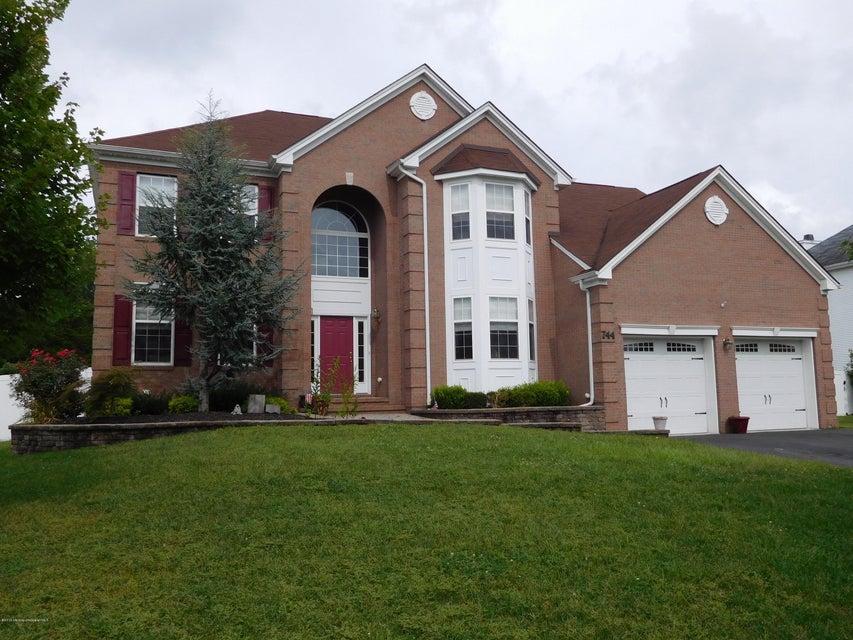 独户住宅 为 销售 在 744 Maidenstone Drive 布里克, 新泽西州 08724 美国