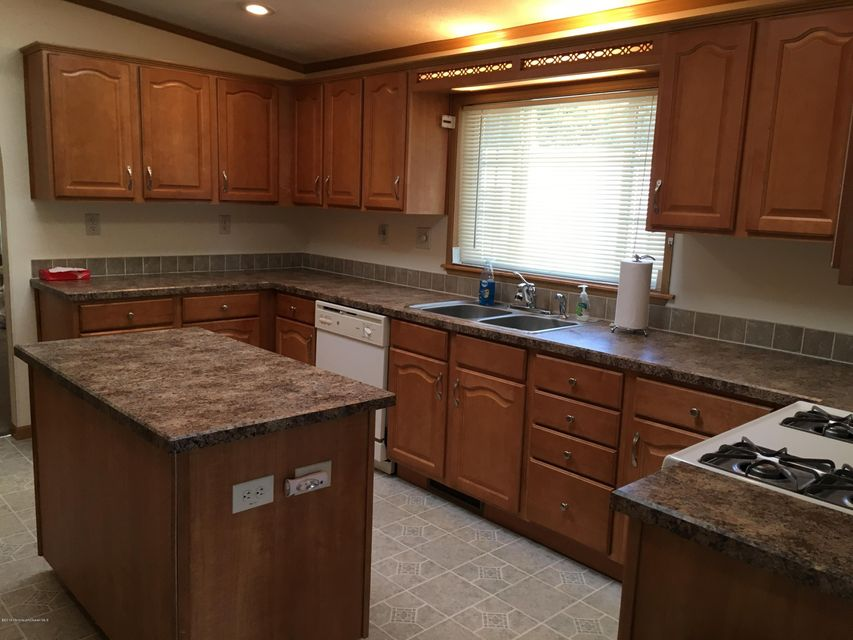 Additional photo for property listing at 113 Woody Road  Freehold, Nueva Jersey 07728 Estados Unidos