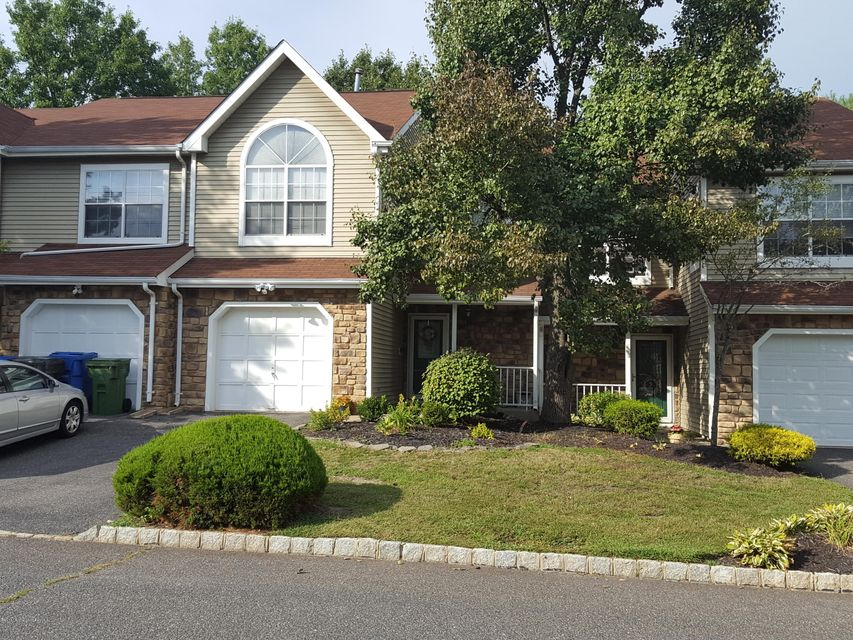 Additional photo for property listing at 3 Saddle Court  Tinton Falls, New Jersey 07753 États-Unis
