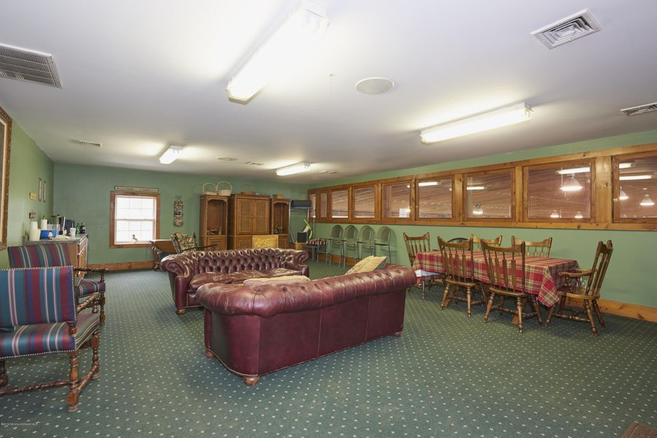 Additional photo for property listing at 729 Lakewood Farmingdale Road  豪威尔, 新泽西州 07731 美国