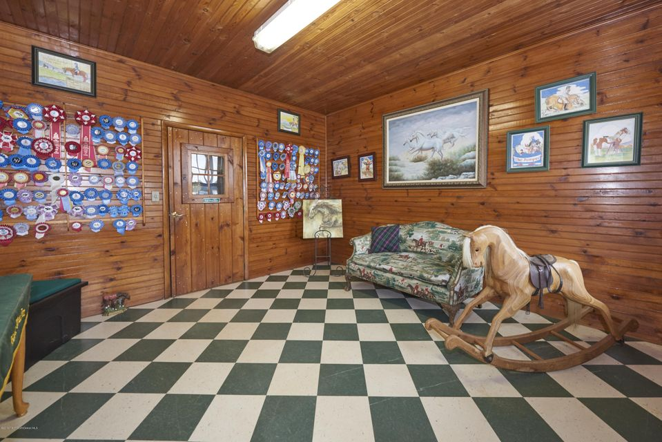 Additional photo for property listing at 729 Lakewood Farmingdale Road  Howell, New Jersey 07731 États-Unis