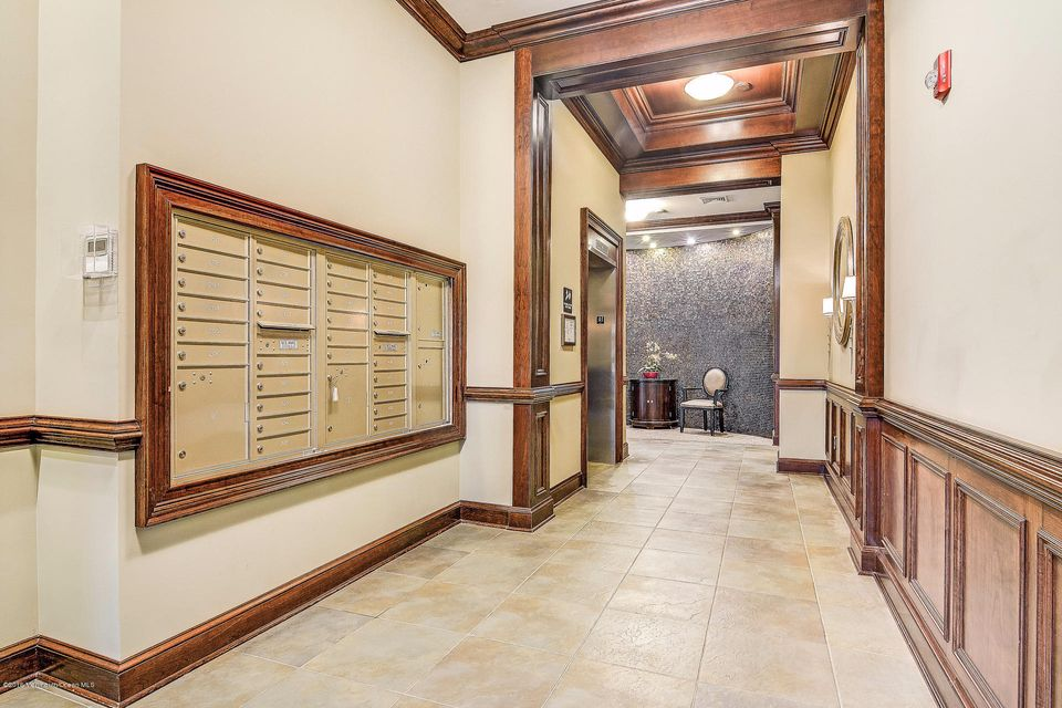 Additional photo for property listing at 2 Commerce Square  Robbinsville, Nueva Jersey 08691 Estados Unidos
