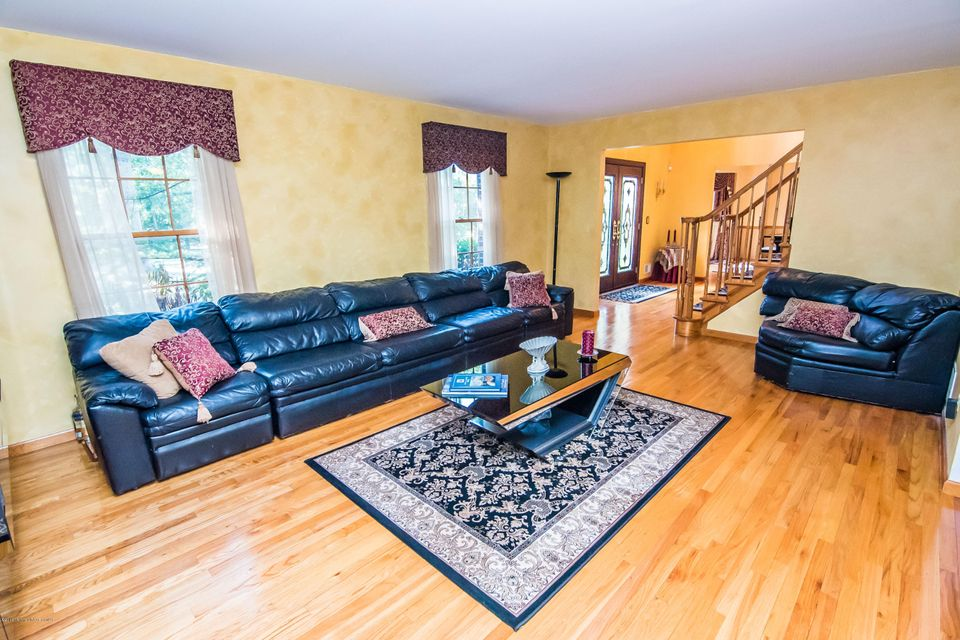 Additional photo for property listing at 345 Jackson Mills Road  Freehold, Nueva Jersey 07728 Estados Unidos