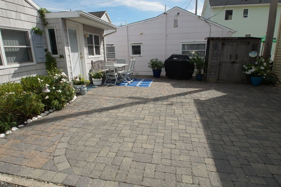 Additional photo for property listing at 19 Bay Way  Lavallette, New Jersey 08735 États-Unis