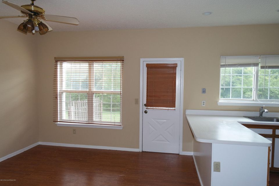 Additional photo for property listing at 907 Creamery Court  Freehold, New Jersey 07728 États-Unis