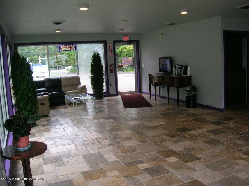 Additional photo for property listing at 762 Texas Road  Morganville, New Jersey 07751 États-Unis
