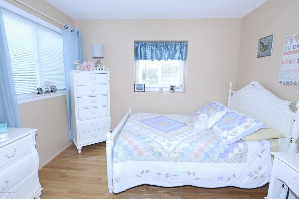 Additional photo for property listing at 5 Duchess Court  Middlesex, 新泽西州 08846 美国