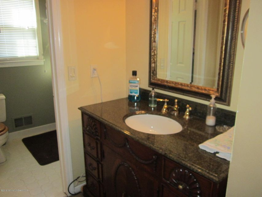 Additional photo for property listing at 7 Cannonade Drive  Marlboro, New Jersey 07746 États-Unis
