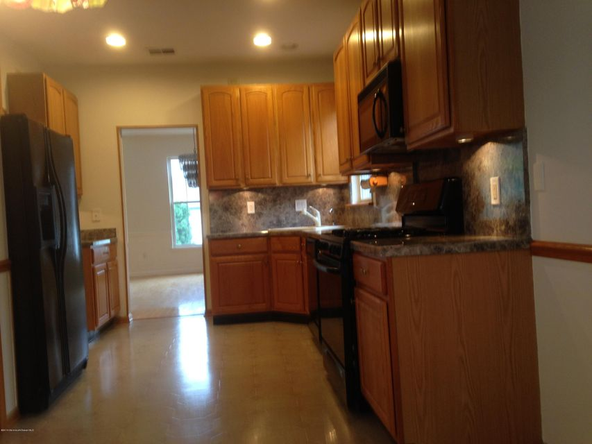 Additional photo for property listing at 3 Greenhaven Court  Lakewood, New Jersey 08701 États-Unis