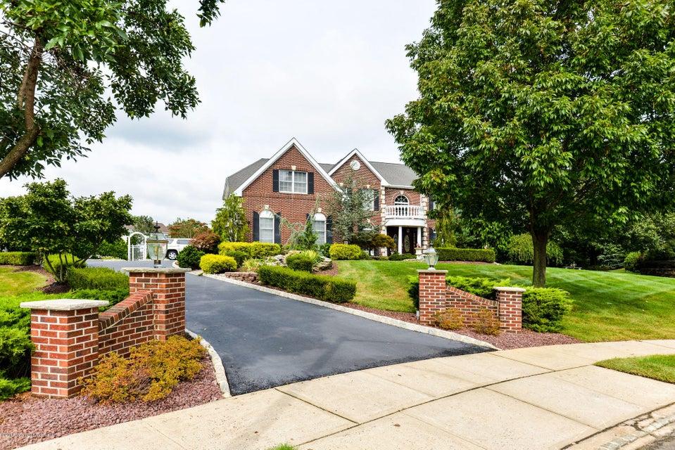 Maison unifamiliale pour l Vente à 18 Forman Court Freehold, New Jersey 07728 États-Unis