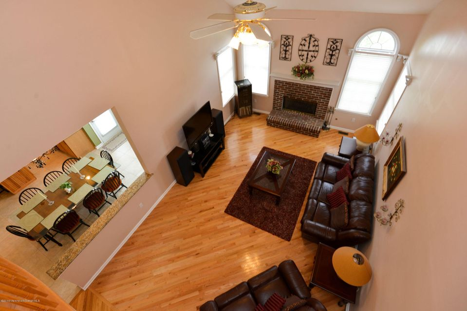 Additional photo for property listing at 18 Forman Court  Freehold, New Jersey 07728 États-Unis