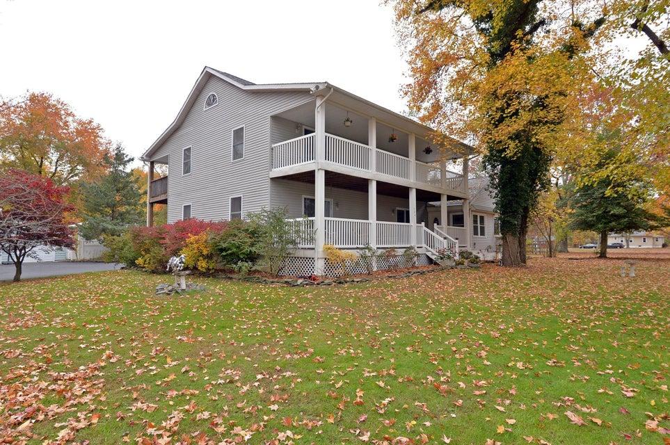 独户住宅 为 销售 在 104 Peskin Road 法明代尔, 07727 美国