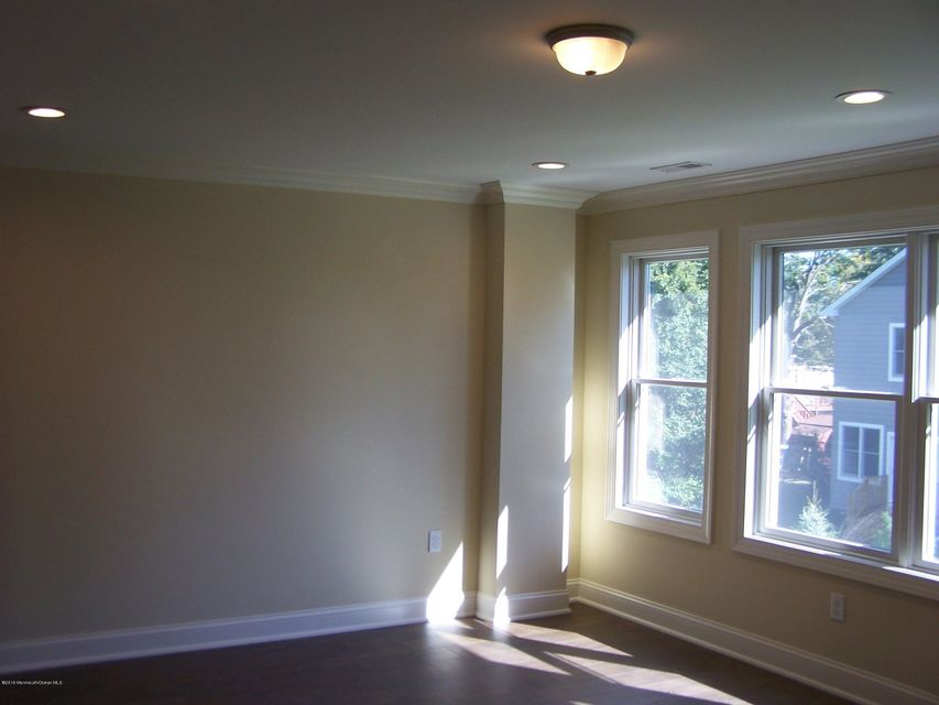 Additional photo for property listing at 127 Bank Street  Red Bank, New Jersey 07701 United States