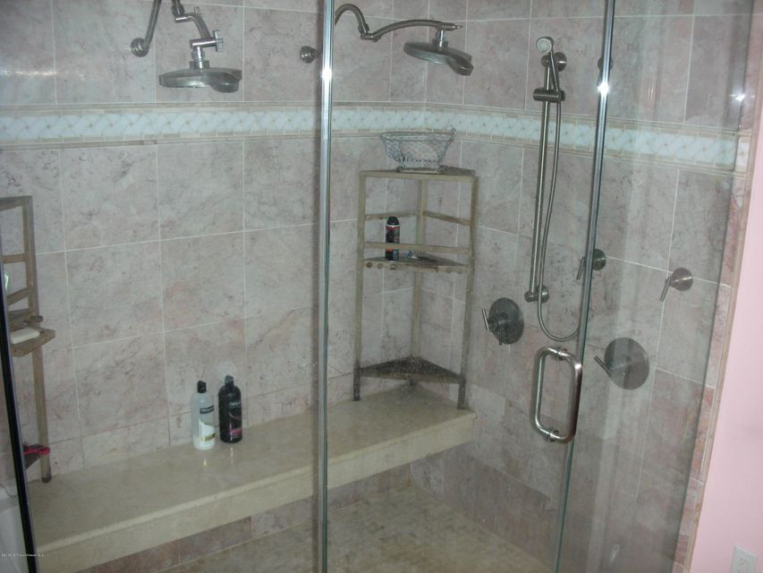 Additional photo for property listing at 11 Page Drive  雷德班克, 新泽西州 07701 美国