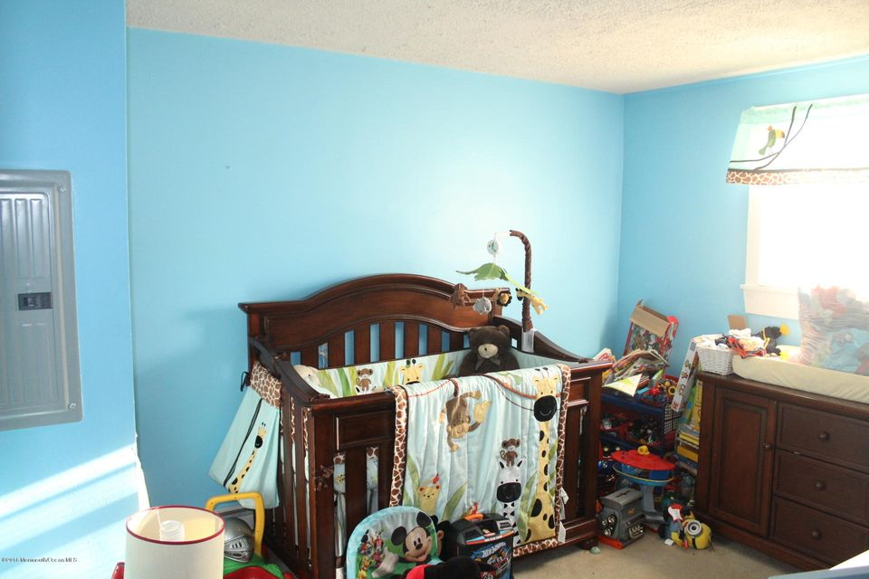 Additional photo for property listing at 51-53 Weaverville Road  Freehold, New Jersey 07728 États-Unis